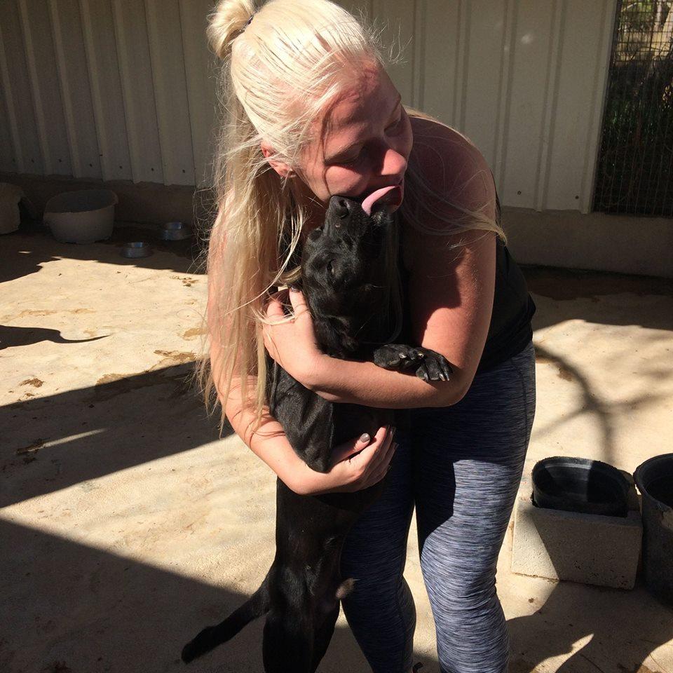 Ida Fra DFA Får kys af Bacho på internatet i Portugal